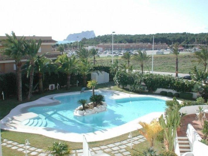 Tico de lujo a la venta con piscina privada ref for Aticos con piscina