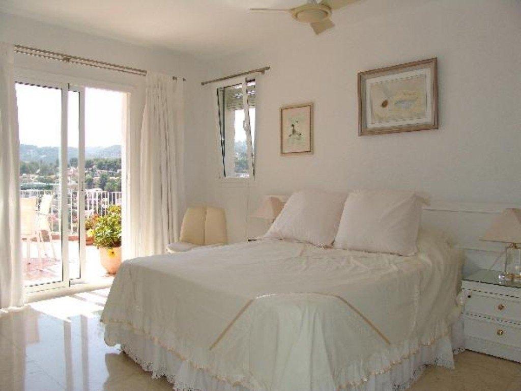 Amplia villa a la venta al lado del Club de Golf San Jaime con vistas al mar.